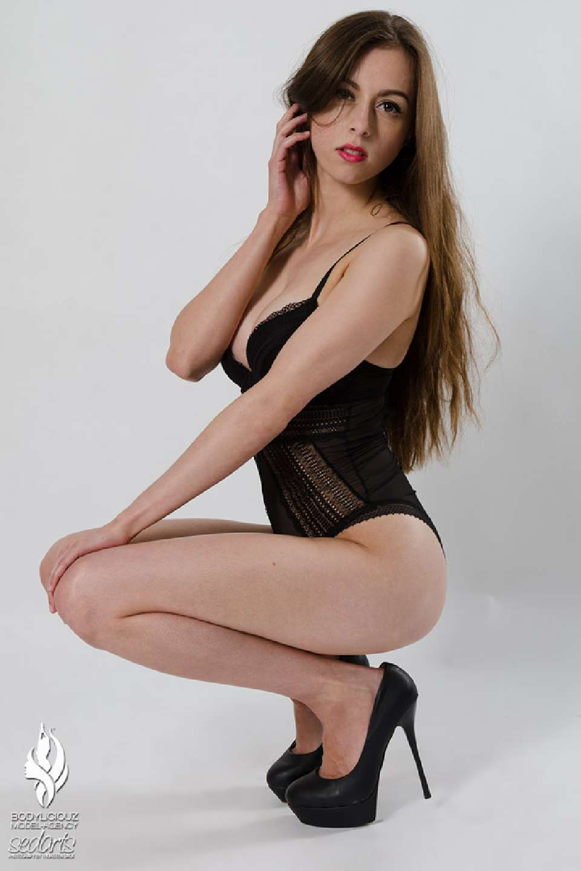 Model Simi Studio Sedcard Update Shooting at Bodyliciouz Agency