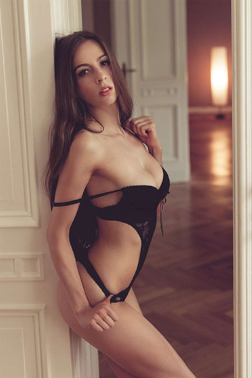 Model Simi Sensual Lingerie Shooting in a Appartment with Axel Heinrichs